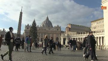 4 - Molti fedeli a Piazza San Pietro per lAngelus dellultima domenica di avvento