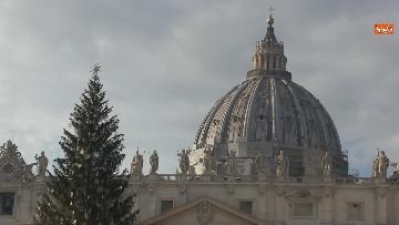 8 - Molti fedeli a Piazza San Pietro per lAngelus dellultima domenica di avvento