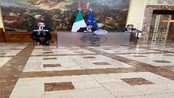 6 - Dl ristori, Conte, Gualtieri e Patuanelli in conferenza stampa a Palazzo Chigi