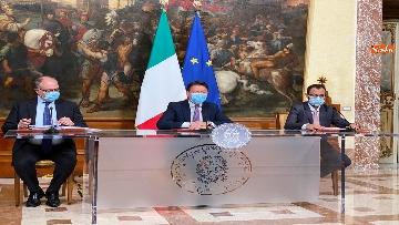 4 - Dl ristori, Conte, Gualtieri e Patuanelli in conferenza stampa a Palazzo Chigi