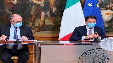 3 - Dl ristori, Conte, Gualtieri e Patuanelli in conferenza stampa a Palazzo Chigi