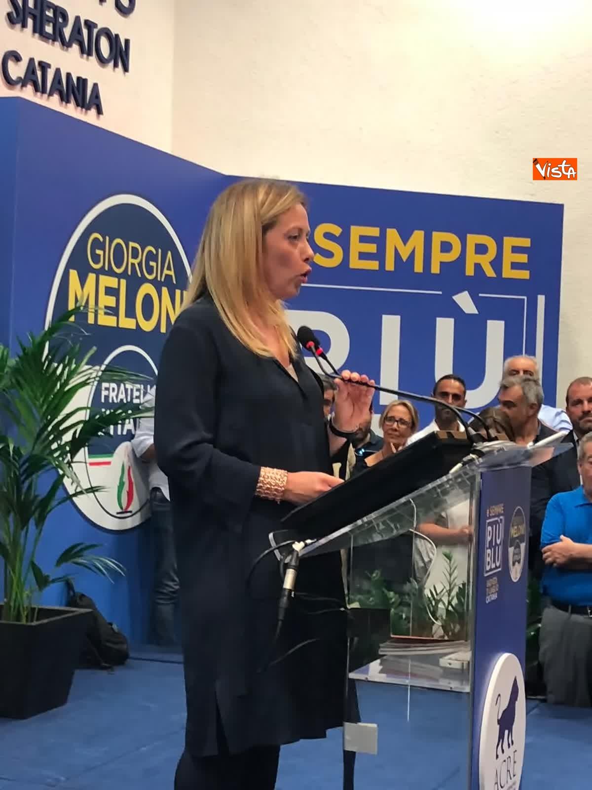 11-07-19 E sempre piu blu, Meloni ufficializza entrata a FdI del sindaco di Catania_08