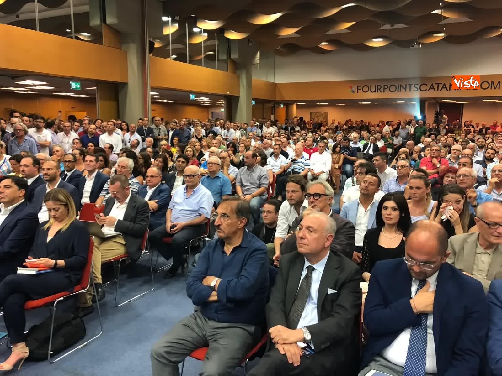 11-07-19 E sempre piu blu, Meloni ufficializza entrata a FdI del sindaco di Catania_03