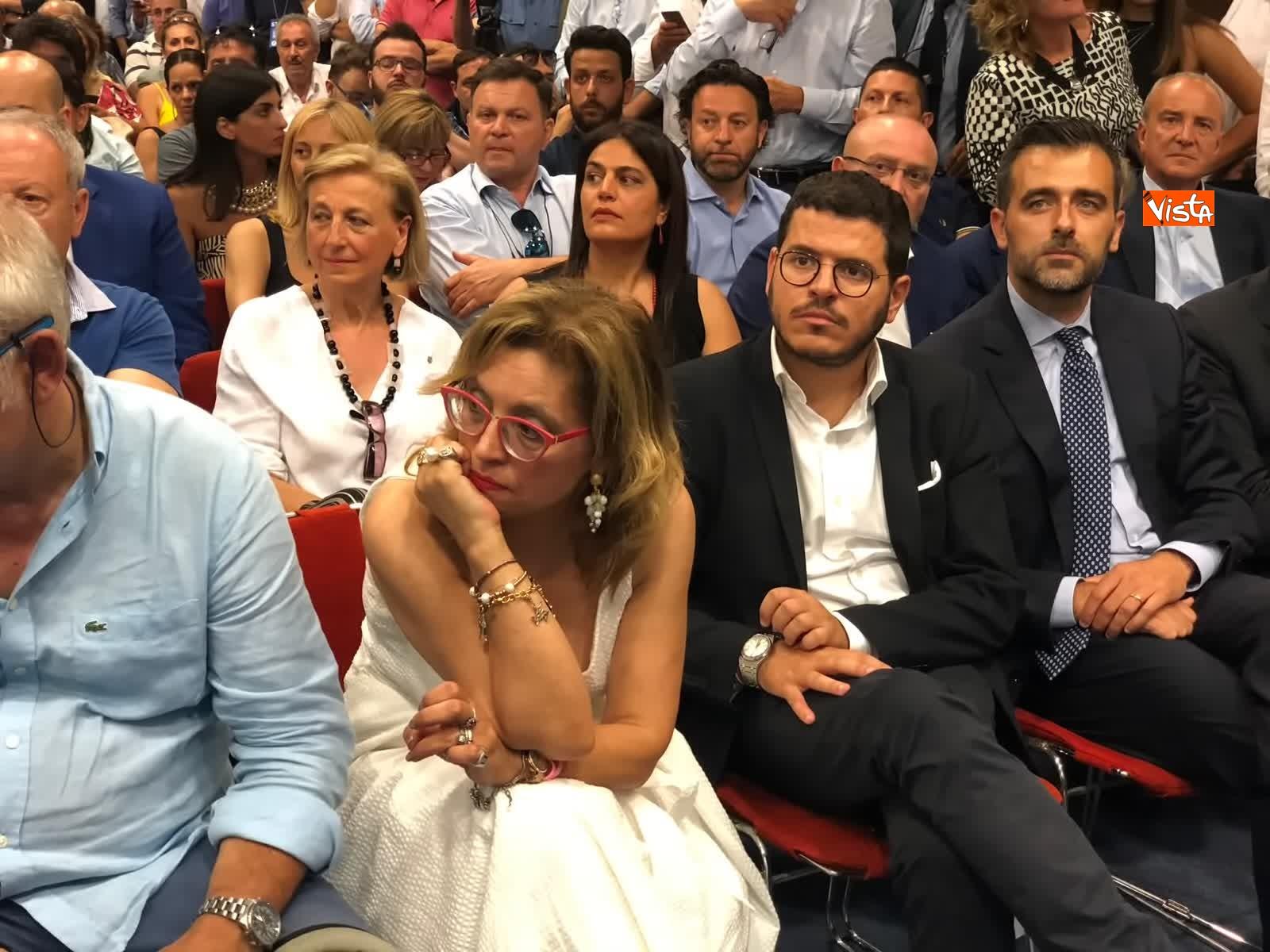 11-07-19 E sempre piu blu, Meloni ufficializza entrata a FdI del sindaco di Catania_11