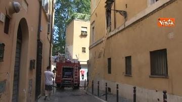8 - Incendio in un appartamento nel centro di Roma, l'intervento dei Vigili del Fuoco