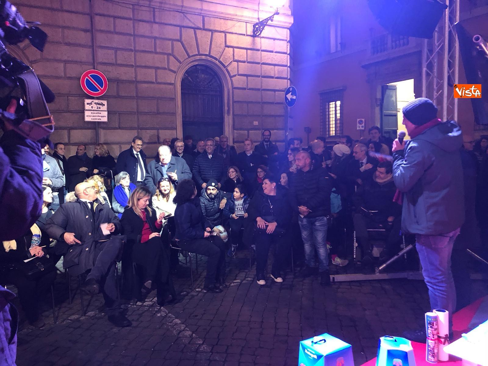 La festa di natale di Fratelli d'Italia, tra prodotti locali e tombolata sovranista_09