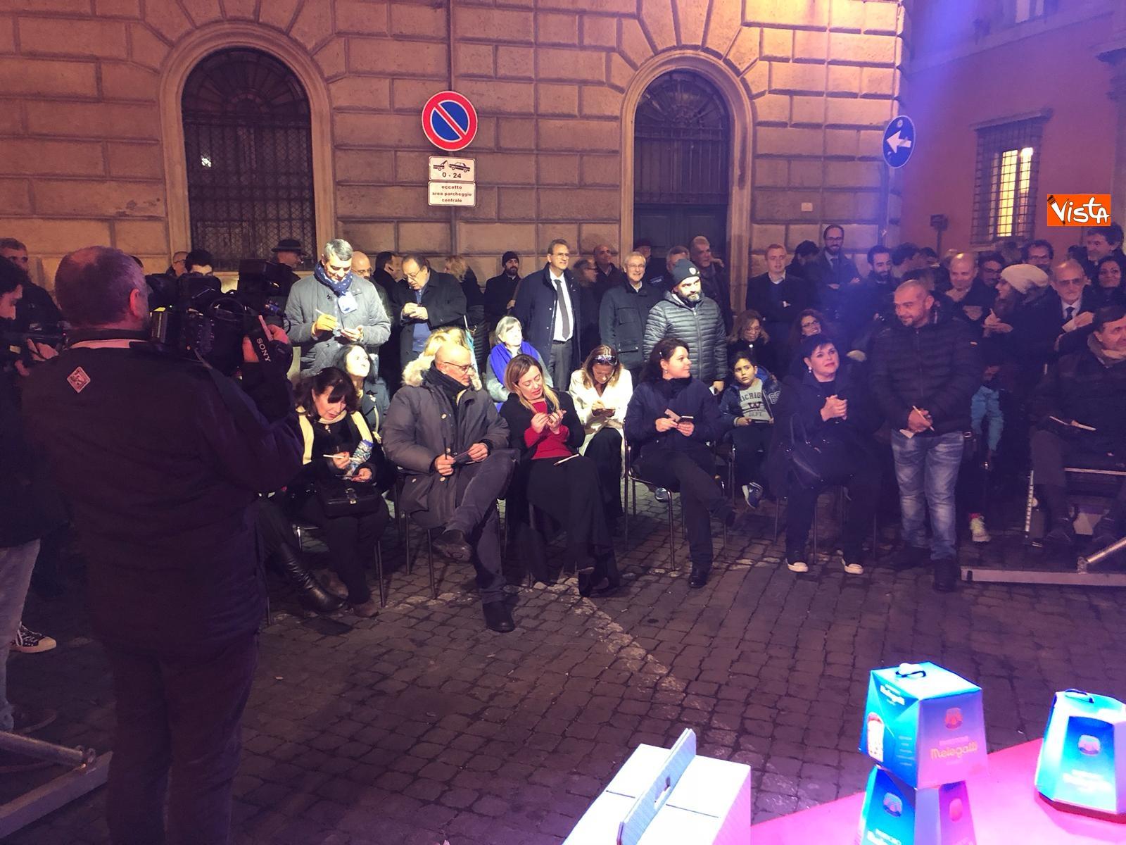 La festa di natale di Fratelli d'Italia, tra prodotti locali e tombolata sovranista_13