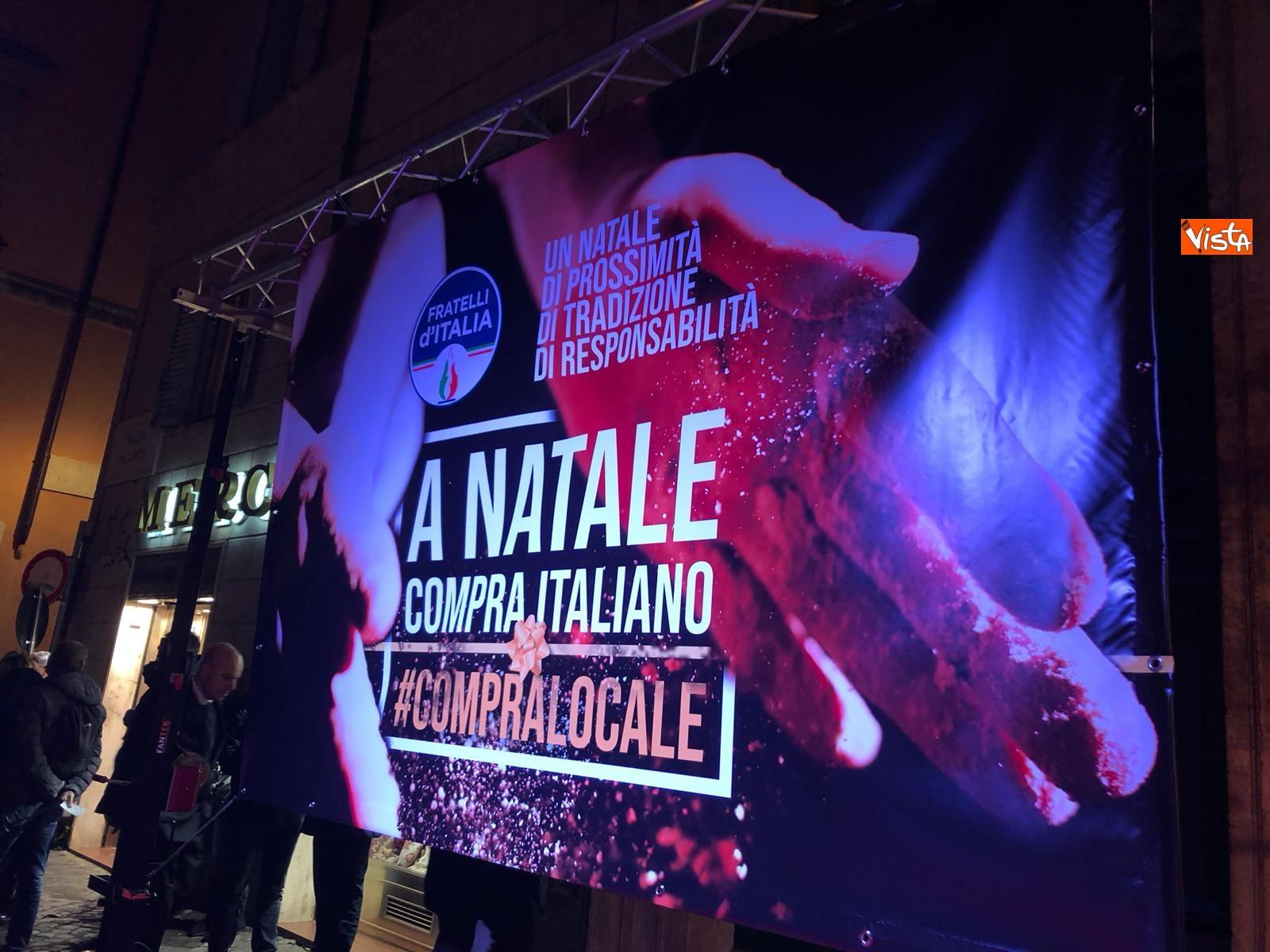 La festa di natale di Fratelli d'Italia, tra prodotti locali e tombolata sovranista_07