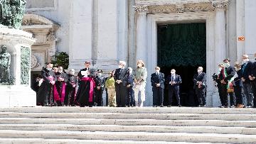 15 - Mattarella accende la Lampada per la Pace a Loreto