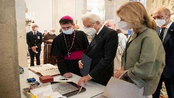 14 - Mattarella accende la Lampada per la Pace a Loreto