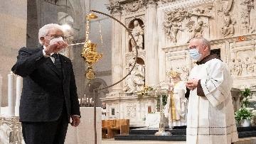 12 - Mattarella accende la Lampada per la Pace a Loreto