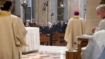 9 - Mattarella accende la Lampada per la Pace a Loreto