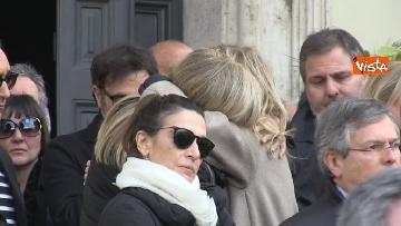 5 - Il pianto di Rita Dalla Chiesa davanti al feretro di Frizzi