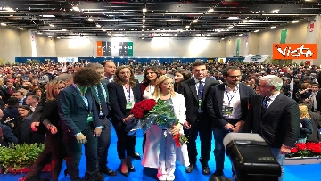 1 - Meloni fa foto con i candidati di FdI alle europee