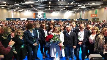 4 - Meloni fa foto con i candidati di FdI alle europee