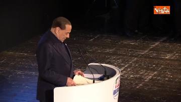 1 - Pascale ride per la battuta di Silvio: Rubo sua carta intestata... tanto pago io