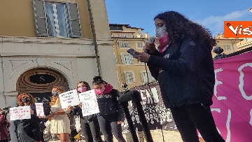 """6 - """"Non una di meno"""" in piazza Montecitorio per la Giornata mondiale contro la violenza sulle donne"""