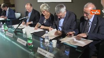 5 - La firma per la convenzione tra sindacati, Inl, Inps e Confindustria contro il dumping salariale