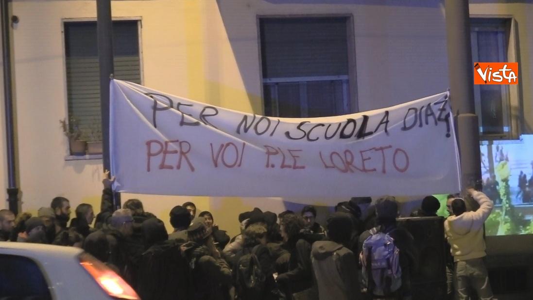 Striscioni al presidio degli anarchici a Torino contro la Lega