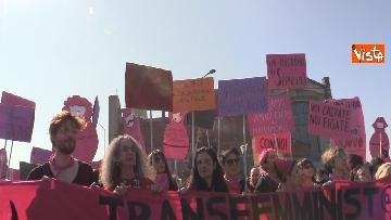 2 - Manifestazione femminista a Verona, in 20mila in corteo