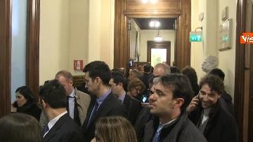 7 - Primo giorno alla Camera, i nuovi eletti alle prese con la registrazione a Montecitorio