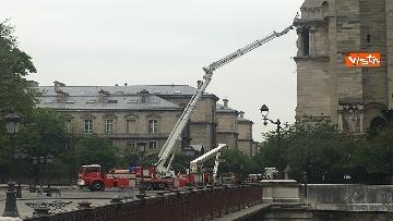 4 - Notre-Dame, la cattedrale devastata dopo l'incendio che ha fatto crollare tetto e guglia
