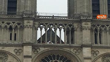 7 - Notre-Dame, la cattedrale devastata dopo l'incendio che ha fatto crollare tetto e guglia
