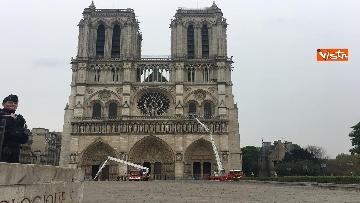 5 - Notre-Dame, la cattedrale devastata dopo l'incendio che ha fatto crollare tetto e guglia