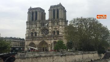 2 - Notre-Dame, la cattedrale devastata dopo l'incendio che ha fatto crollare tetto e guglia