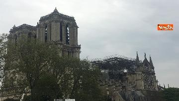 3 - Notre-Dame, la cattedrale devastata dopo l'incendio che ha fatto crollare tetto e guglia