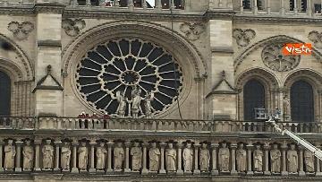 8 - Notre-Dame, la cattedrale devastata dopo l'incendio che ha fatto crollare tetto e guglia