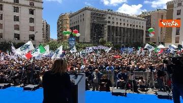 1 - Europee, Meloni a Napoli, la piazza gremita di gente per il comizio della leader di FdI