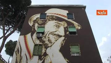 2 - Gigi Proietti sui muri di Roma. I murales omaggio all'attore in giro per la città