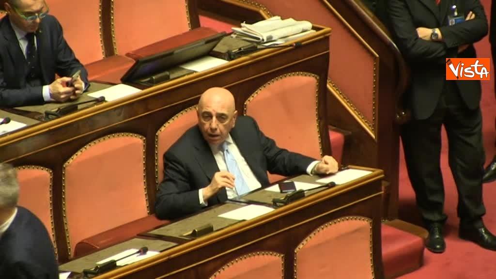 23-03-18 Galliani, al primo giorno al Senato, chiede consigli in aula al piu' 'esperto' Romani 00_346118516255332083250