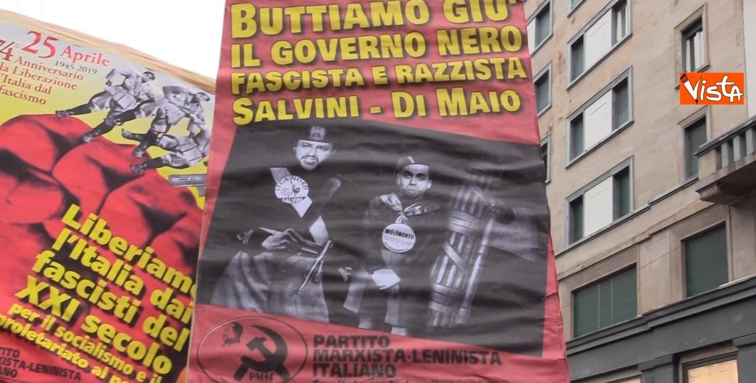 Slogan alla manifestazione del 25 Aprile a Milano