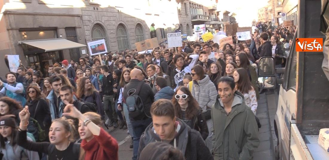 Gli studenti scioperano per il clima  a Milano_04