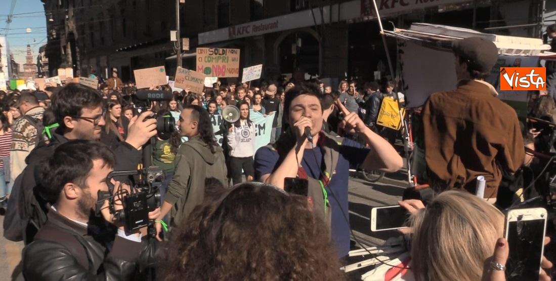 Gli studenti scioperano per il clima  a Milano_02