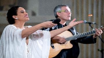 4 - Noa e Gil Dor incantano il pubblico del concerto di Natale al Quirinale