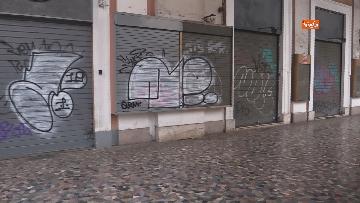 3 - I portici di piazza Vittorio a Roma deserti. Il quartiere è spento
