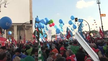 1 - Cgil, Cisl e Uil scendono in piazza a Roma
