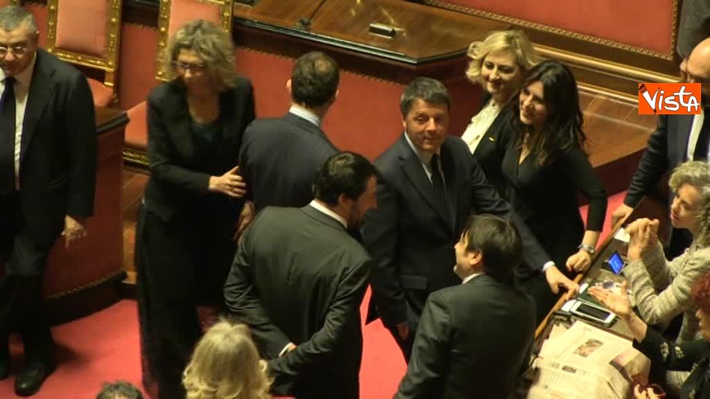 24-03-18 Nuovo incontro in aula tra Renzi e Salvini, i due parlano per qualche secondo 00_573414170790898925737