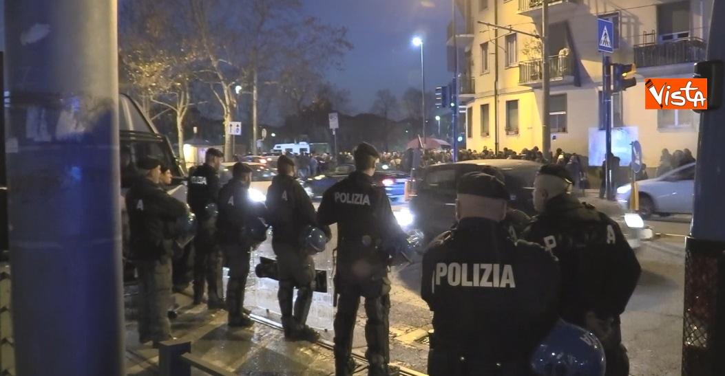 Il presidio degli anarchici a Torino contro la Lega