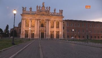 2 - Piazza San Giovanni in Laterano deserta. Nessun turista e la Basilica è spettrale