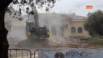 2 - La demolizione della villa dei Casamonica