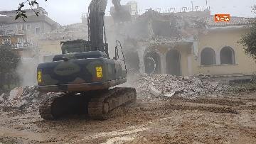 8 - La demolizione della villa dei Casamonica