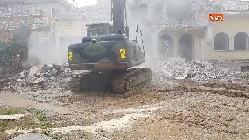 6 - La demolizione della villa dei Casamonica