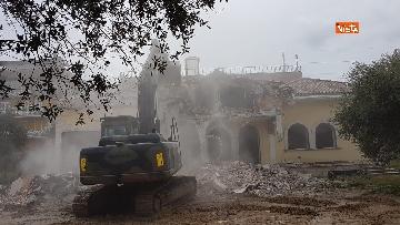 5 - La demolizione della villa dei Casamonica