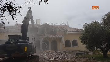 3 - La demolizione della villa dei Casamonica