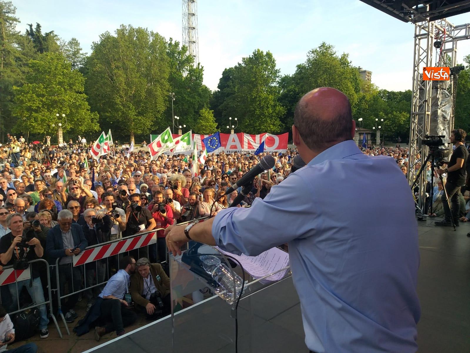 Zingaretti conclude la campagna elettorale a Milano