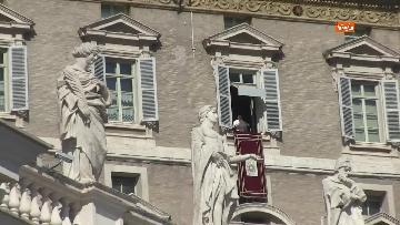 7 - Papa Francesco celebra l'Angelus in Piazza San Pietro